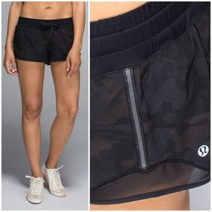 🦄 RARE Lululemon Savasana Camo Hotty Hot Short